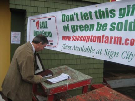 premier-signs-petition.jpg
